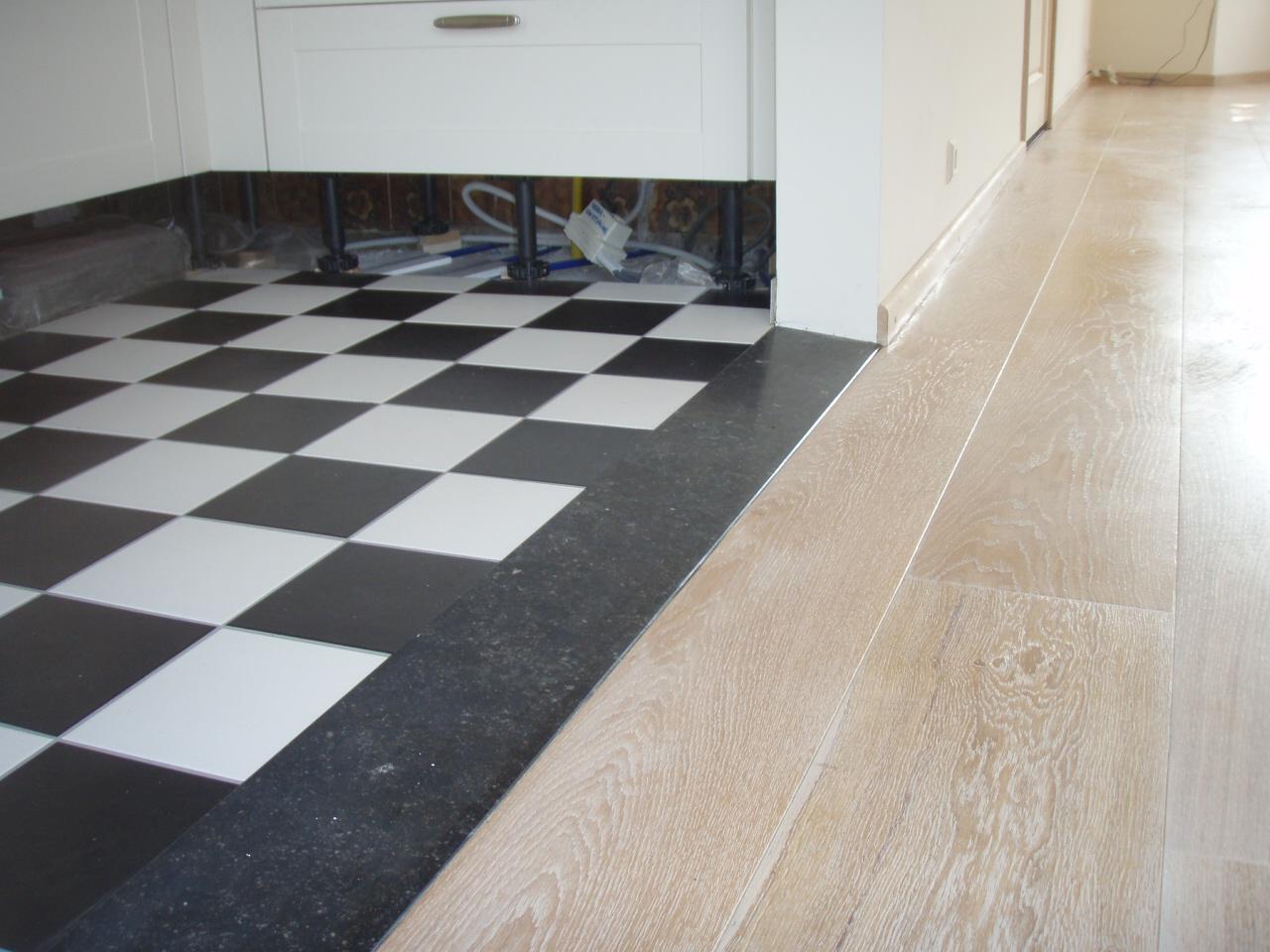 Realisatie vloerverwarming te beverwijk rr bouwadvies - Dek een terras met tegels ...