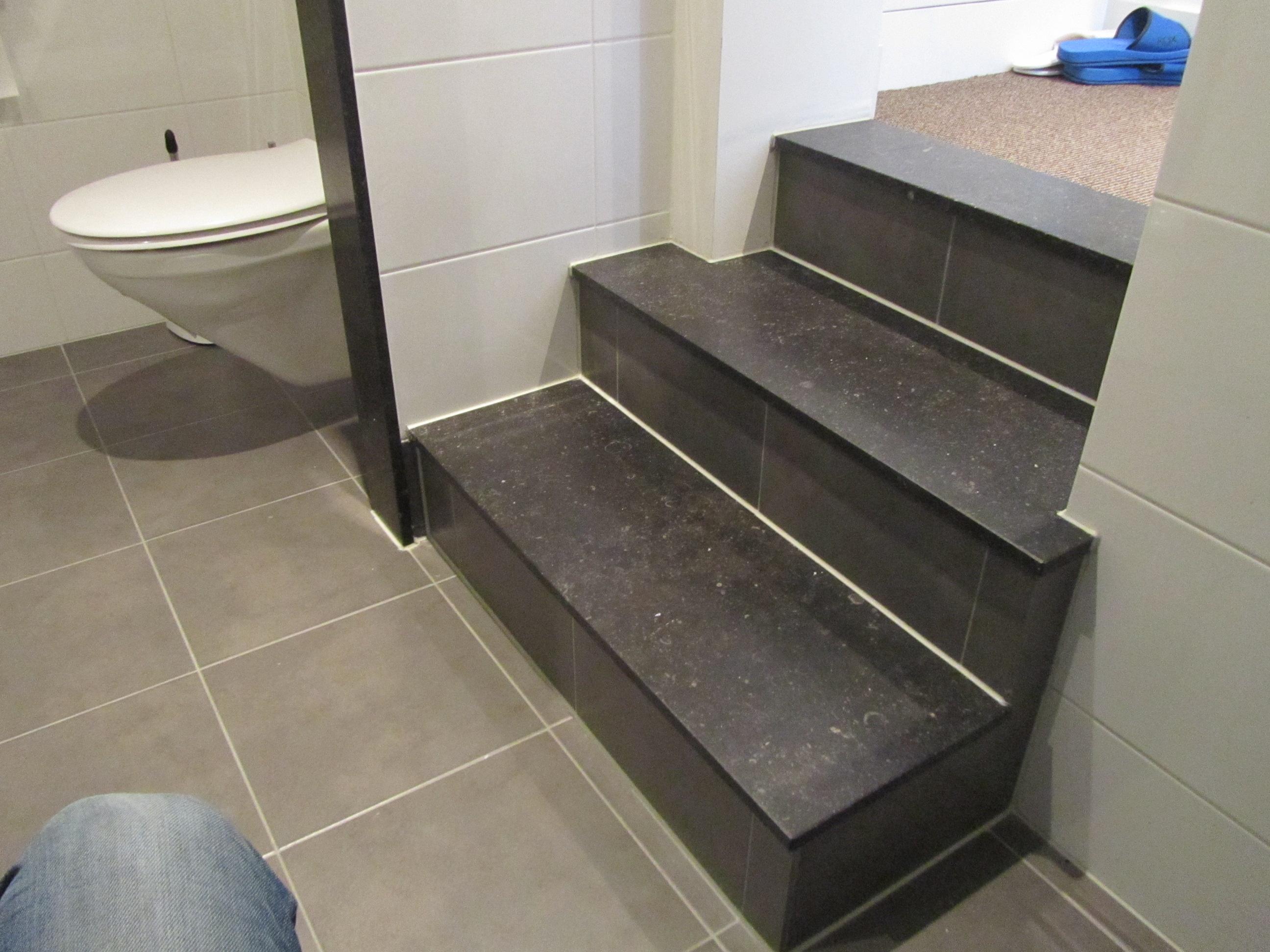 13 trap in badkamer nieuw | RR Bouwadvies